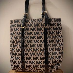 Large Michael Kors Shoulder Bag- Tan&Black w Gold